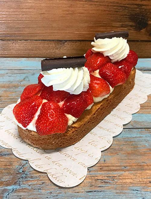 Afbeelding van Aardbeien gebaksslof met slagroom - WEEKEND AANBIEDING